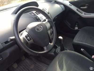begagnad Toyota Yaris 1.3 5D -08