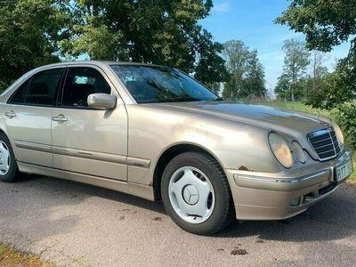 begagnad Mercedes E240 Elegance. Två Privat ägare, Svenksåld