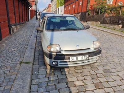 begagnad Renault Clio Halvkombi 1.2 -01
