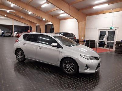 begagnad Toyota Auris Hybrid 1.8 VVT-i 3JM CVT 2015, Halvkombi 114 500 kr