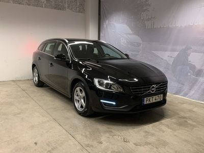 begagnad Volvo V60 D4 Classic Summum, ader, On Call, Parkeringssensor Fram Bak Kamera, Navigation, Keyless Entry och Start 2018, Kombi 239 500 kr