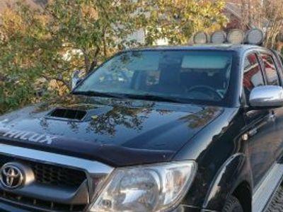 begagnad Toyota HiLux black edition -11