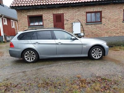begagnad BMW 320 i Touring Advantage Comfort Låga Mil
