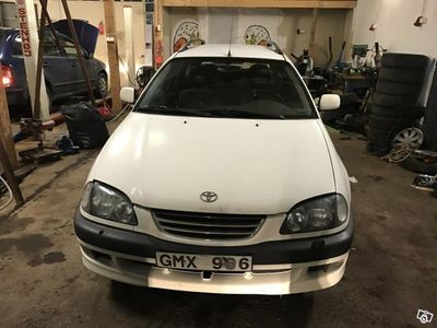 begagnad Toyota Avensis -00
