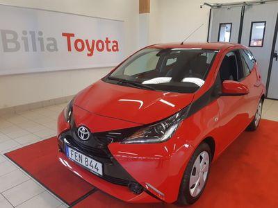 begagnad Toyota Aygo 5-dörrar 1.0 VVT-i Euro 6 X-PLAY SKATT 2017, Halvkombi 89 900 kr