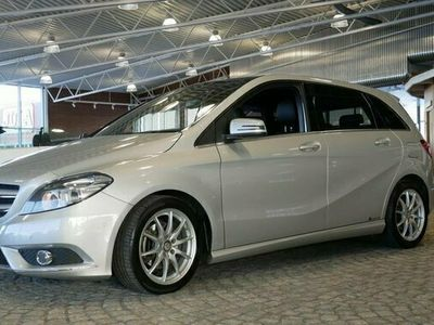 begagnad Mercedes B180 B BenzAMG SPORT NAVI B-KAMERA PANORAMA 2015, Halvkombi Pris 149 900 kr