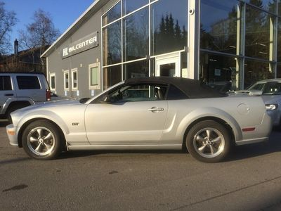 begagnad Ford Mustang GT CAB V8/305Hk/Manuell Lev.Nybes
