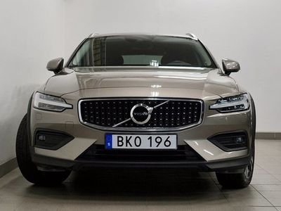 begagnad Volvo V60 CC D4 AWD Momentum Navi VOC Drag V-hjul