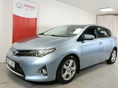 begagnad Toyota Auris 2.0 D-4D 124hk Executive V-hjul M-Värmare