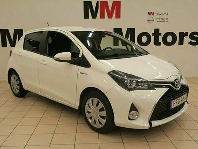 begagnad Toyota Yaris halvkombi Hybrid 1.5 VVT-i CVT Euro 6 VÄRMARE bensin automat VIT