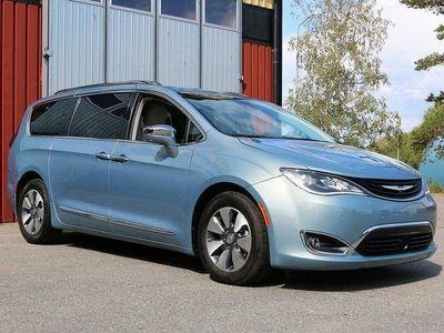 begagnad Chrysler Pacifica Platinum Plug-InHybrid Pano