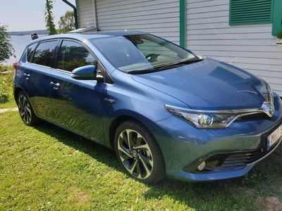 begagnad Toyota Auris Active Plus Hybrid Toppskick