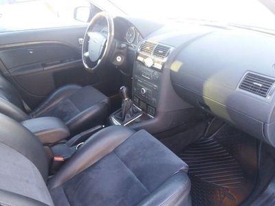 begagnad Ford Mondeo 2.5 V6 Ghia 170hk,Drag,Bes