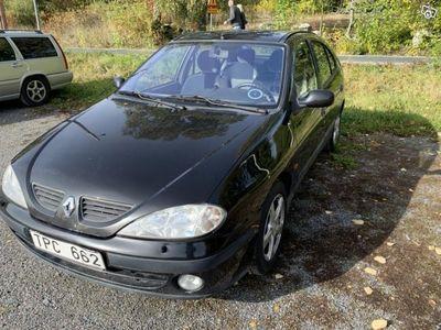 begagnad Renault Mégane som behöver lite fix -02