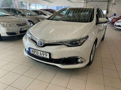 begagnad Toyota Auris Hybrid 1.8 VVT-i + 3JM CVT Euro 6 136hk