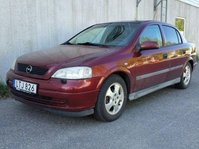 begagnad Opel Astra 4d club 1,6 -99