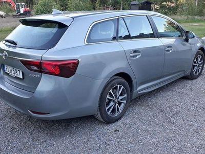 begagnad Toyota Avensis Kombi