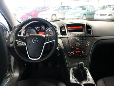 begagnad Opel Insignia 2,0 CDTi Edition Touring -11