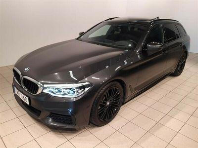 begagnad BMW 520 d Touring Innovation M-Sport Drag Pano Värma DA+ Pa+