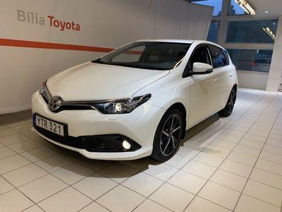begagnad Toyota Auris 1,2T Intense Edition Dragkrok