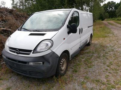 used Opel Vivaro reservdelsbil reparationsobjekt -06