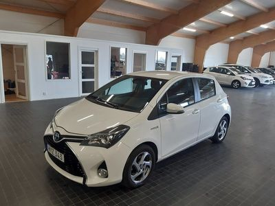 begagnad Toyota Yaris Hybrid 1.5 VVT-i CVT Euro 6 BACKKAMERA 1 BRUKARE 2016, Halvkombi 94 900 kr