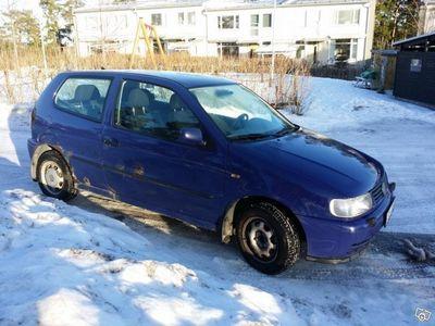 begagnad VW Polo 1.6, bes. o skatt, s. o v. däck -98