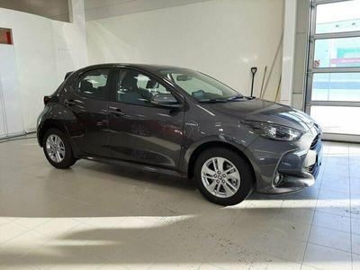 begagnad Toyota Yaris 1,5 Elhybrid Komfortpaket Lagerbil Nya modellen