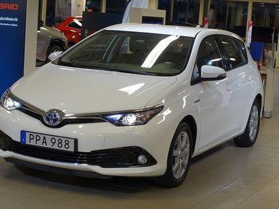 begagnad Toyota Auris 1,8 HYBRID 5D ACTIVE V-HJUL BACKKAMERA TKG