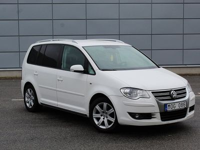 begagnad VW Touran 1.4 TSi DSG R-line 7-sits 170hk Svensksåld