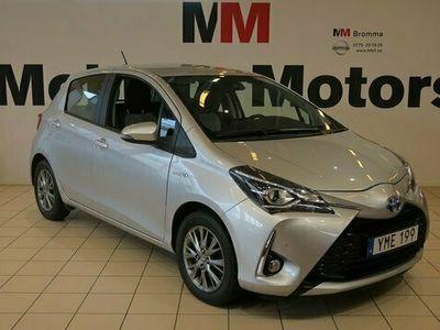 begagnad Toyota Yaris halvkombi Hybrid 1.5 VVT-i CVT Euro 6 101hk KAMERA PDC bensin automat Silver
