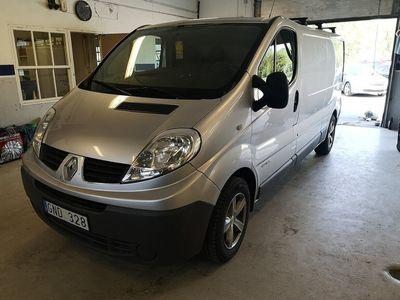 begagnad Renault Trafic Van L2H1 2.5 dCi Automat 146hk