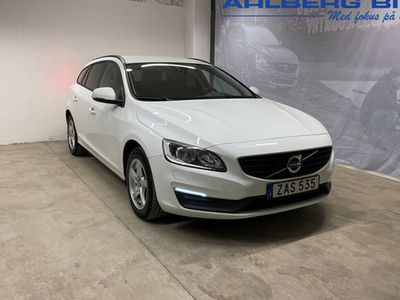 begagnad Volvo V60 T3 aut Classic Edition, ader, Parkeringssensor Bak, Farthållare, Regnsensor, Start Stop Funktion, Dragkrok 2018, Kombi Pris 199 500 kr