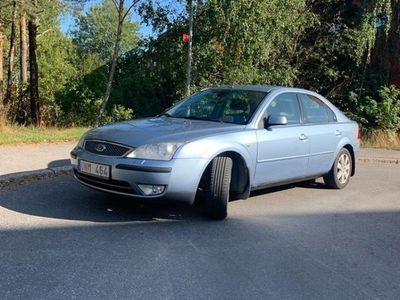 begagnad Ford Mondeo GHIA halvkombi lågmil