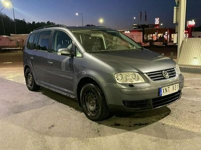 begagnad VW Touran 2.0 FSI 7-sits