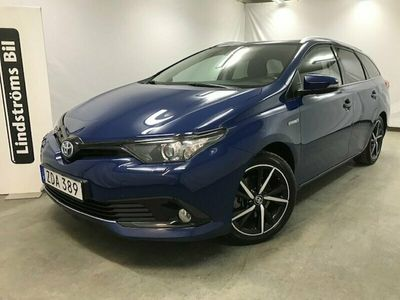 begagnad Toyota Auris Touring Sports Hybrid 1,8 TS INTENSE EDITION / DRAGKROK / GPS