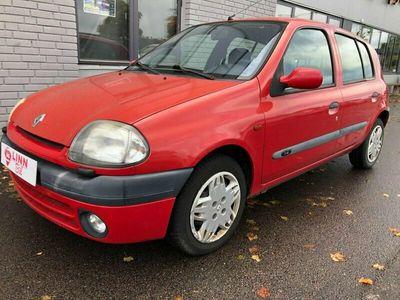 begagnad Renault Clio 1,4 5 DÖRR SÄLJES HEL EL RESERVDEL
