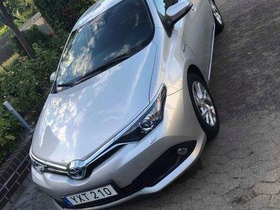 begagnad Toyota Auris Hybrid 1.8 VVT-i + 3JM CVT 136hk