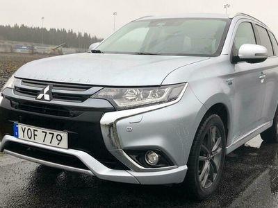 begagnad Mitsubishi Outlander P-HEV 2.0 4WD Business Värmare Krok