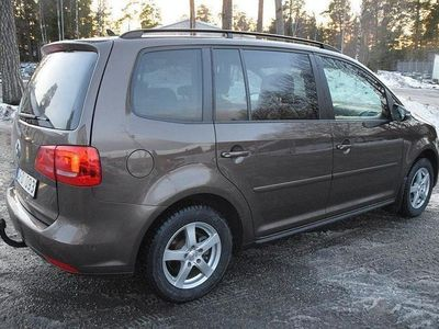begagnad VW Touran 1,6TDI SKINN/AUTO/NAVI/PANORAMATAK/SVENSKSÅLD