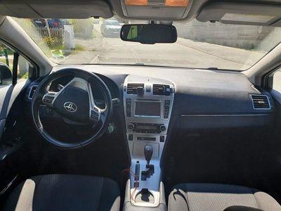 begagnad Toyota Avensis Kombi 1.8. Drag, kam, navi