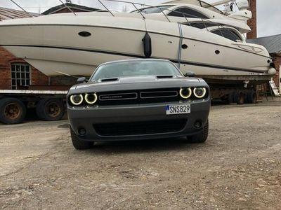 begagnad Dodge Challenger SXT V6 Nyservad, Nyskick