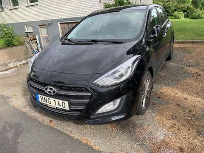 used Hyundai i30 CRDI Premium 136Hk, Svart -16