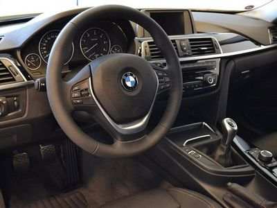 begagnad BMW 318 d xDrive Touring / Sport Line / Drag -17