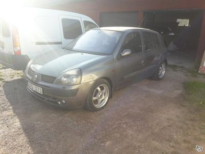 used Renault Clio 1.6 16v -01