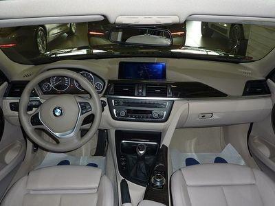 begagnad BMW 320 D Touring Modern Line *Navi-Harman Kardon-Panorama*
