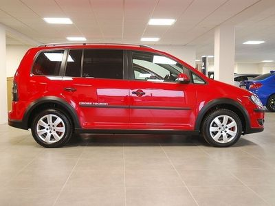 begagnad VW Touran Cross 2.0 TDI (140hk) / AUT / 7-SITS