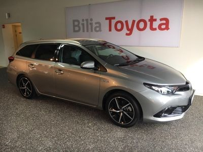 begagnad Toyota Auris Touring Sports 1,8 Elhybrid Intense Edition