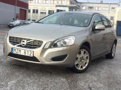 gebraucht Volvo V60 D2 2013, Kombi 91 200 kr - 109 250 kr