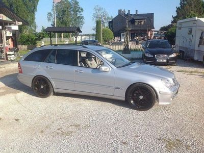 begagnad Mercedes C350 350HERRGÅRDSVAGN MYCKET